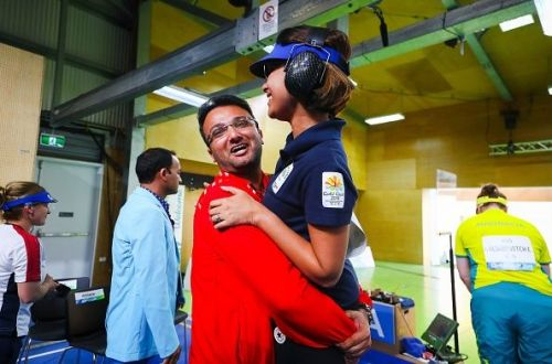 Ronak PAndit an Heena Sidhu after the latter won a gold medal at the Commonwealth Games.