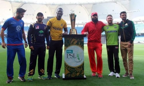 The captains with the PSL2018 trophy (image courtesy: PCB)