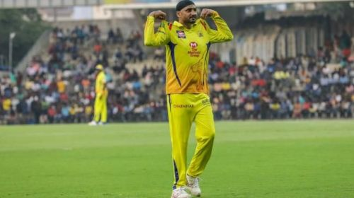 Bhajji should make use of his experiences to pick more wickets