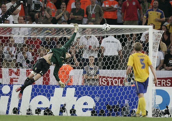 Andreas Isaksson Joe Cole goal England Sweden