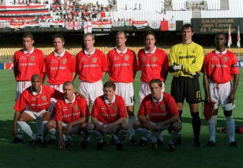 Sport. Football. FIFA Club World Championships. Rio de Janeiro, Brazil. 11th January 2000. Manchester United 2 v South Melbourne 0. Manchester United pose for a team group photograph before the match.