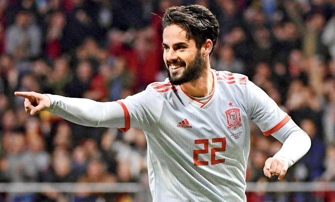 9430ed61e Isco will be inheriting the orchestrating duties from the Maestro  Iniesta