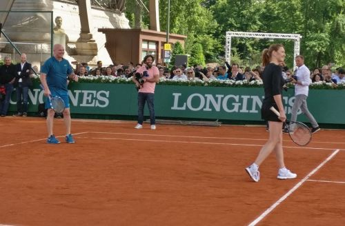 Steffi Graf and Andre Agassi in action during the exhibition match at the Eiffel Tower
