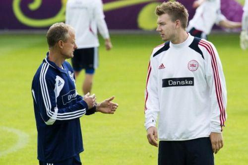 Danish forward Nicklas Bendtner (R) chat