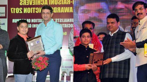 L - Raunak is felicitated by Shri. Prakash Padukone as the 'Best Junior Sportsman of the year', R - Devendra Fadnavis felicitates Raunak at a competition