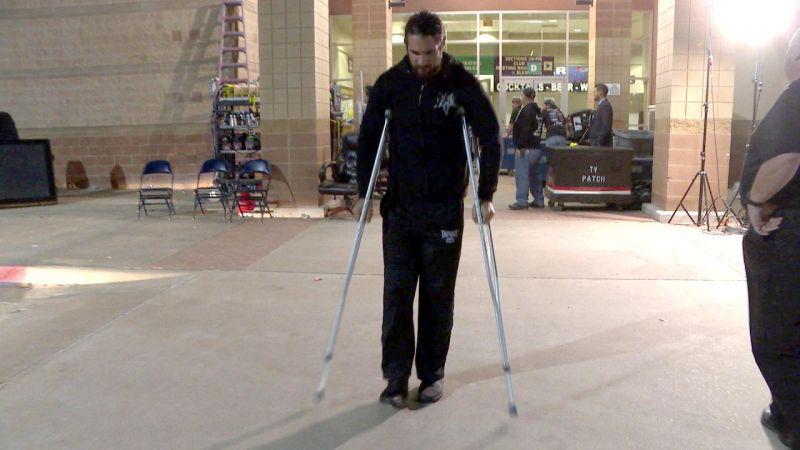 Has Seth Rollins injured his knee again?