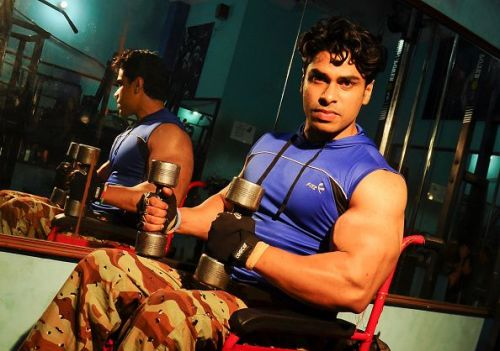 India's Professional Wheelchair Bodybuilder showing off his Biceps.