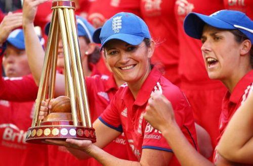 Australia v England - Women's T20: Game 3