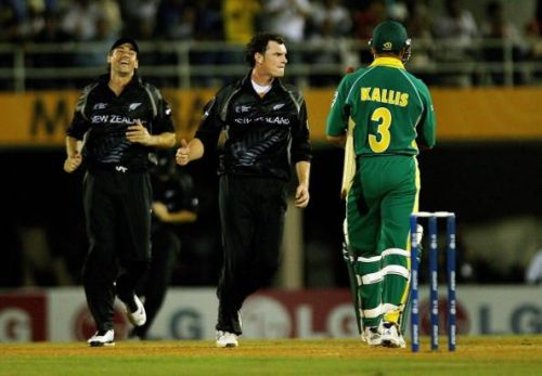 New Zealand cricketer Stephen Fleming (L