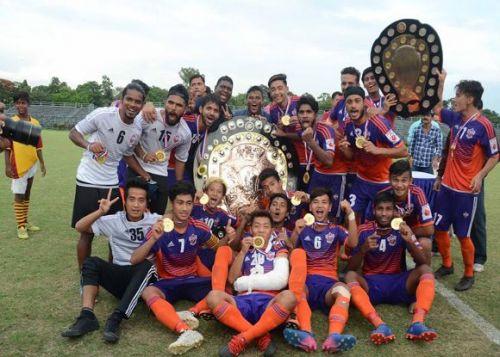 FC Pune City lifting the IFA Shield (Credit: Xtratime)