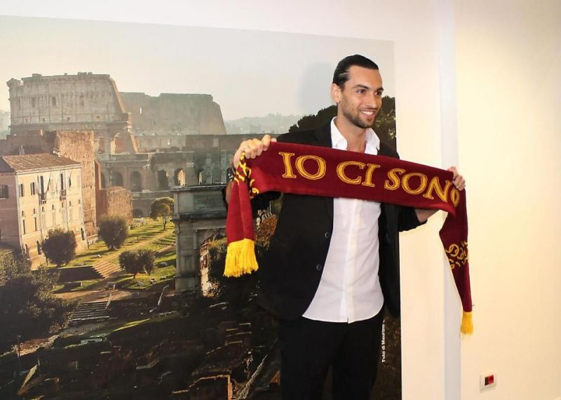 Pastore holding the Roma scarf aloft
