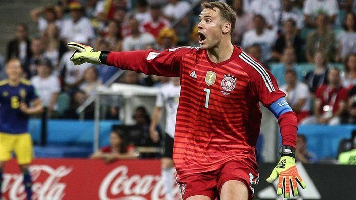 Manuel Neuer struggled between the sticks