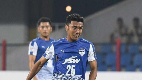 Daniel Lalhlimpuia playing for Bengaluru FC