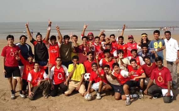 I am in the front row, fourth from the right. This was the second meeting of the Arsenal Mumbai Supporters Club in 2007.