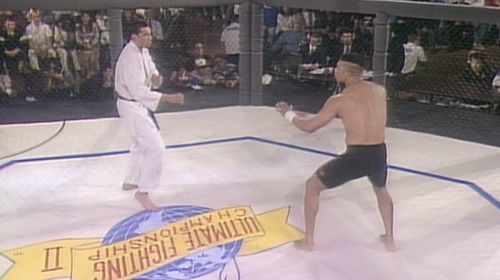 Pat Smith (r) takes on Royce Gracie (l) in the final of UFC 2