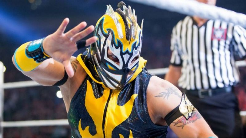 WWE News: Kalisto loses his mask at WWE live event in Anaheim