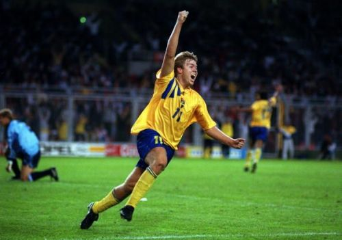Sport, Football, pic: 17th June 1992, European Championship in Stockholm, Sweden 2 v England 0, Sweden's Thomas Brolin turns to celebrate after scoring the 2nd goal
