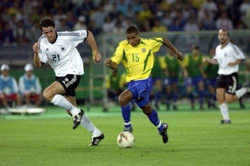 BT Football. 2002 FIFA World Cup Final. Yokohama, Japan. 30th June 2002. Germany 0 v Brazil 2. Brazil's Kleberson watched by Germany's Christoph Metzelder.