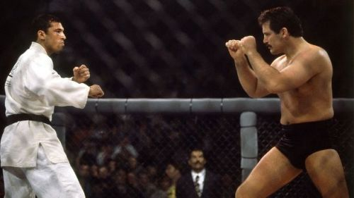 Royce Gracie takes on Dan Severn in the UFC 4 final