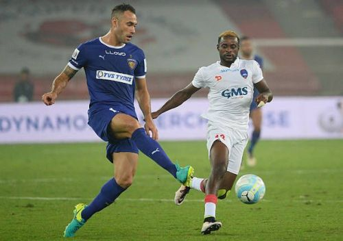 Eli Sabia (L) in action for Chennaiyin in 2016