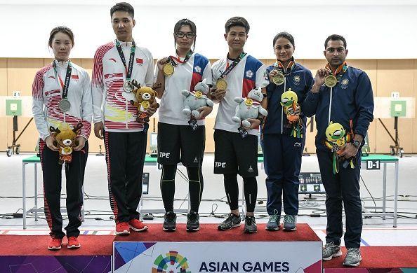 Apurvi Chandela nd Ravi Kumar (Extreme right)