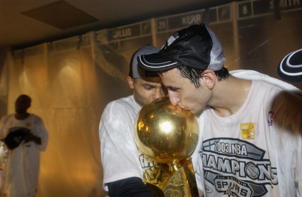 Ginobili kisses trophy