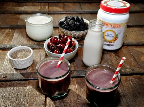 Haylie Duff Shakes Up Her Resolutions With NEW Burt's Bees Plant-Based Protein Shakes