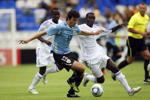 Juan Cruz Mascia playing for Uruguay U-17.