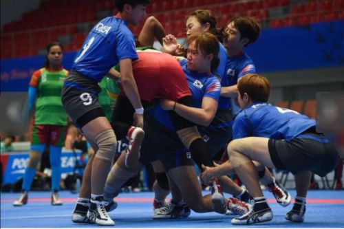 The South Korean women's team tackling a Bangladeshi player in group stage match of Asian Games 2014.