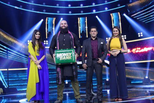 Braun Strowman appeared on 'Dus Ka Dum' alongside Salman Khan, Sonakshi Sinha, and Diana Penty