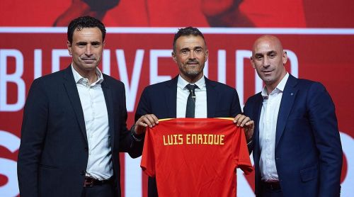 Luis Enrique (middle) will be following La Liga with eagle eyes