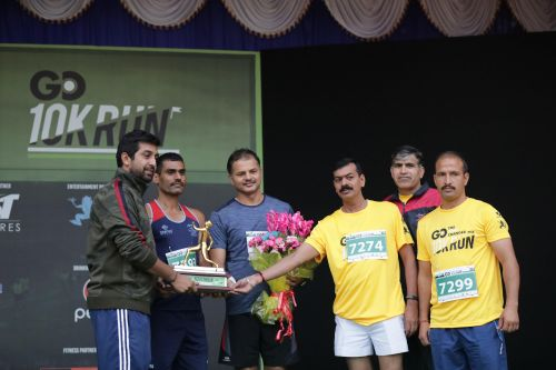Director of Game  Changer, Raksha Ramaiah honours runners from the Indian Armed forces for their support in recent flood relief