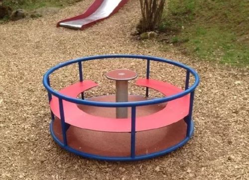 You might see a mini-carousel. I see a pull-bar with an extra challenge for the core.