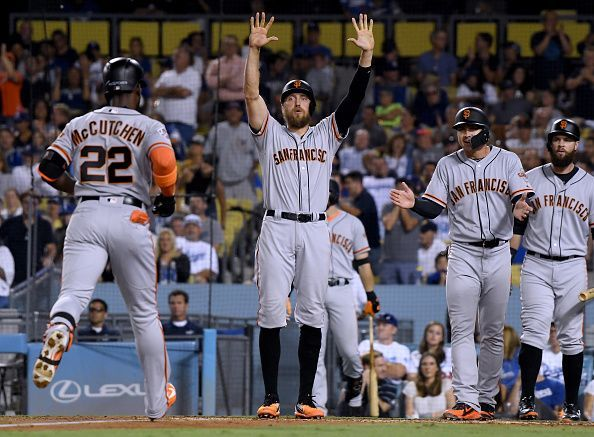 Hunter Pence ( center ) in a San Francisco Giants game versus the Los Angeles Dodgers