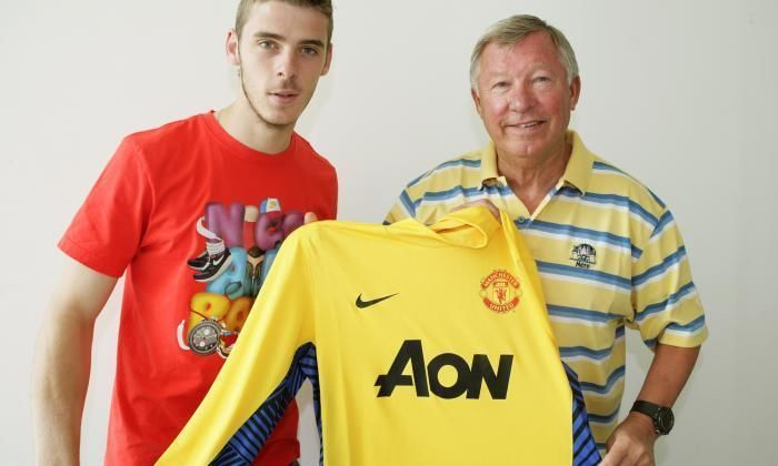 Image result for de gea signs for united 2011