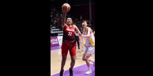 Enter captionAction from Unified Korea and Thailand Basketball at the Asian Games 2018 on day 11