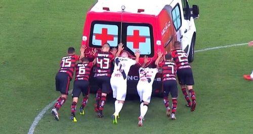 Vasco Flamengo players push ambulance