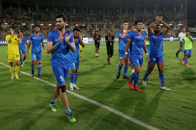 FC Goa players take a lap to thank the fans after the Semifinal against Chennaiyin last season