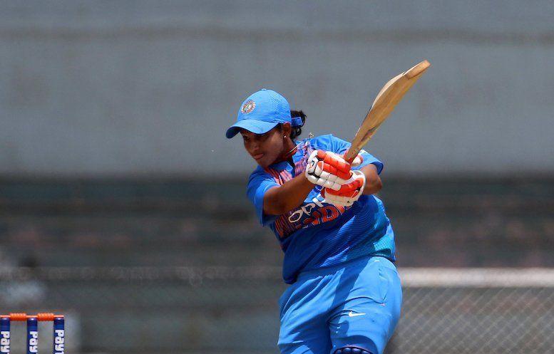 अनुजा पाटिल ने टी20 में अपना पहला अर्धशतक लगाया