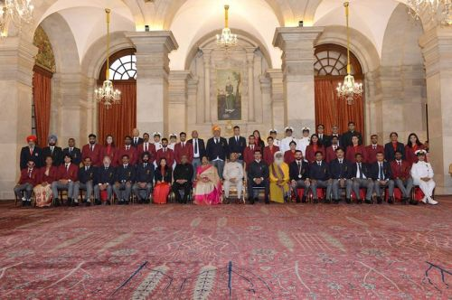 All the awardees get clicked with the H'ble President Ram Nath Kovind