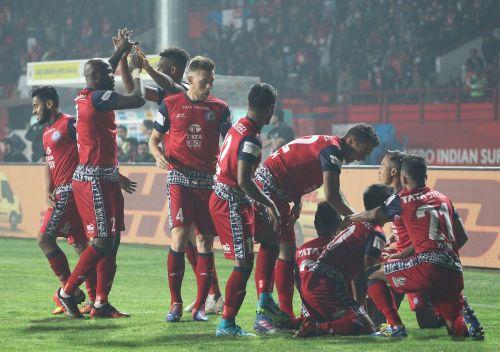 Jamshedpur FC celebrate the goal of Jerry Mawhmingthanga of Jamshedpur FC  during the previous season