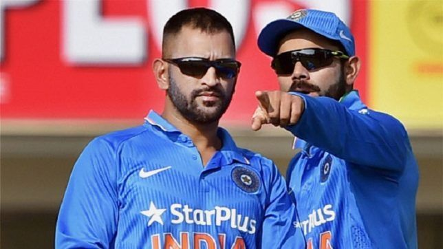 MS Dhoni and Virat Kohli in action