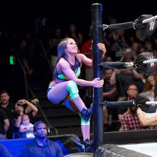 Kacy Catanzaro makes her much-anticipated WWE Network debut against Reina González.
