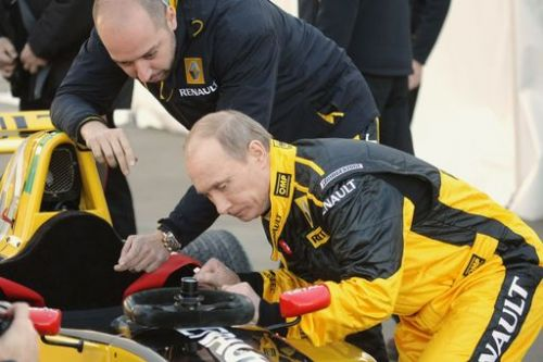 Vladimir Putin before gets briefing about the car