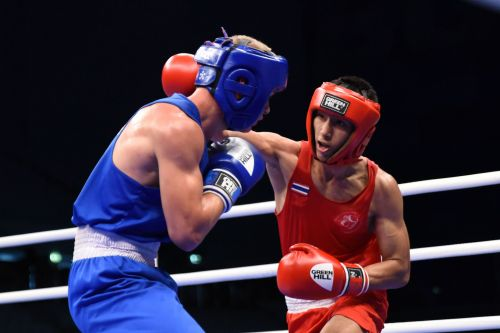 Atichai Phoemsap of Thailand in Red against Adrián of Hungary in Blue (Image Courtesy: AIBA)