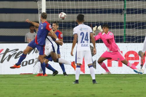 Gurpreet Singh Sandhu diving to make a save (Credit: ISL)