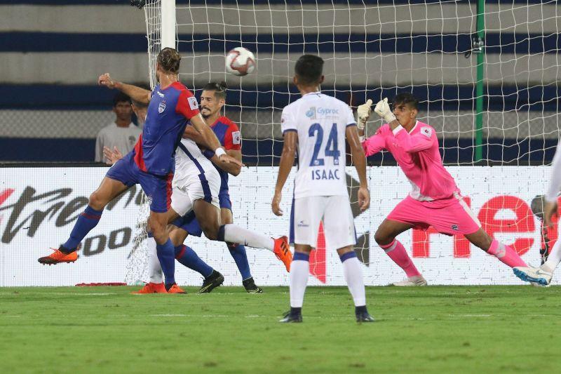 Gurpreet Singh Sandhu diving to make a save (Credit: ISL)