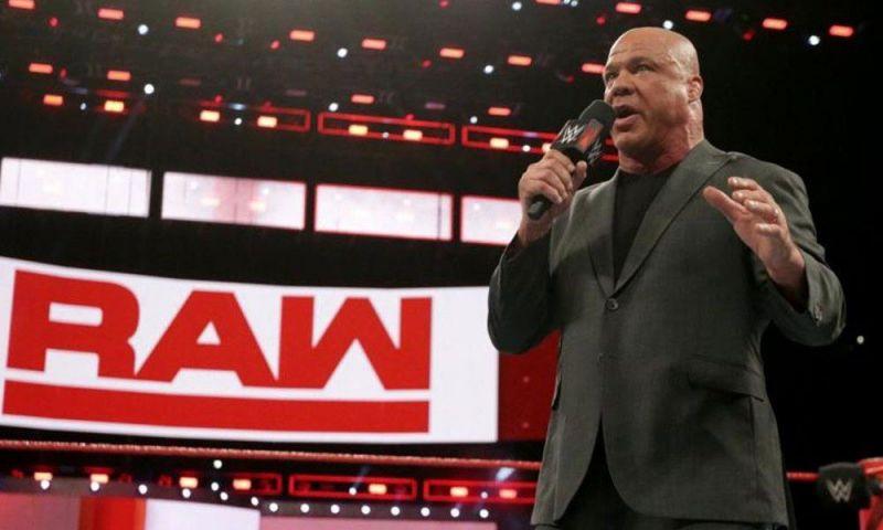 कर्ट एंगल अभी WWE से छुट्टियों पर चल रहे हैं