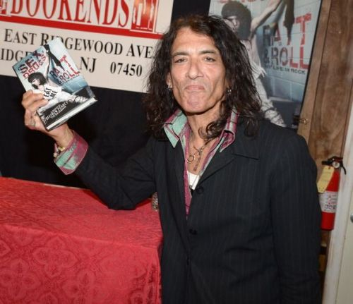 Stephen Pearcy of Ratt at a signing for his book