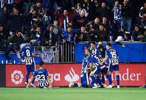 Deportivo Alavés players celebrate during their 1-0 win versus Real Madrid on October 6